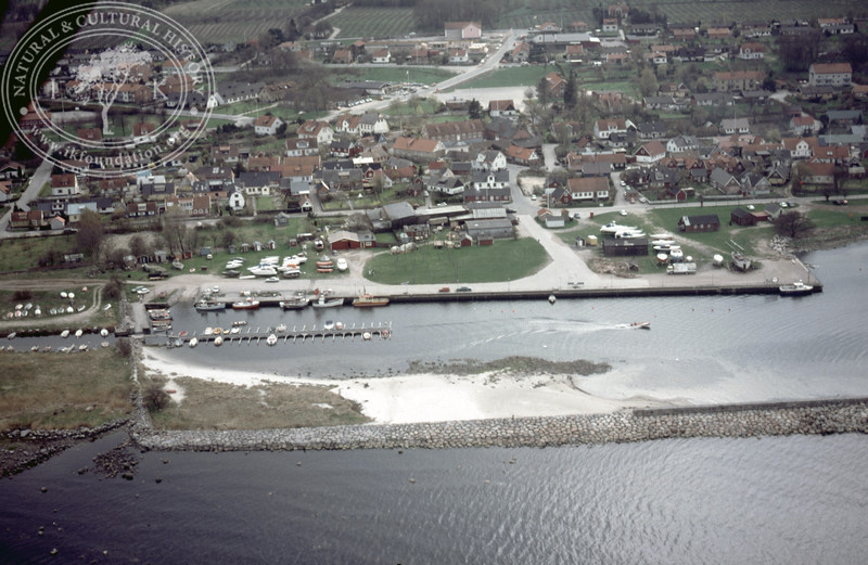 Kivik, harbour with possible fish works (1986). | LH.0089