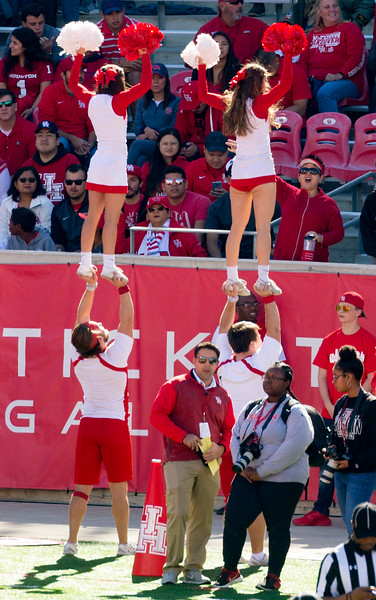 UH Cheerleaders call for DEFENSE!