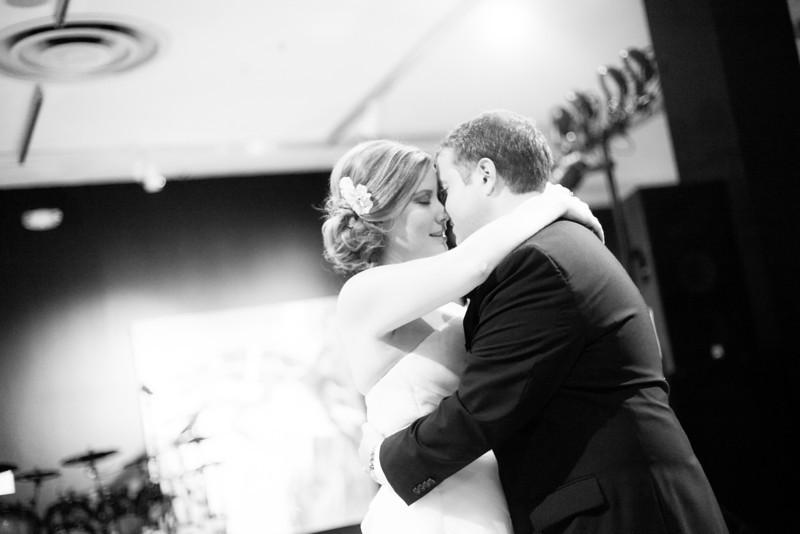 Wedding Reception in the upper gallery at Rockford Art Museum in Rockford, IL.  Wedding photographer – Ryan Davis Photography – Rockford, Illinois.