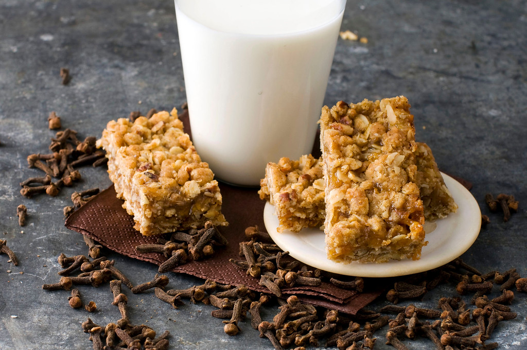 ". <a href=""https://www.yahoo.com/news/cloves-lend-deep-flavor-apricot-crumb-bars-133332981.html?ref=gs\"">Get the recipe for apricot clove crumb bars</a>. (AP Photo/Matthew Mead)"
