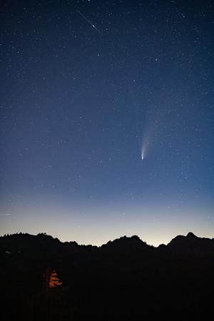 2020-07-20-Sunrise-Comet-Rainier