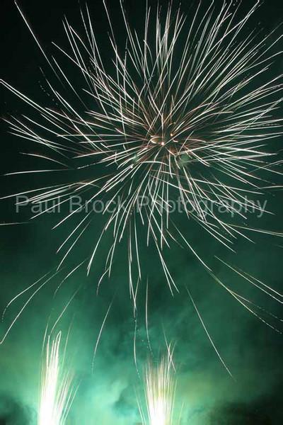 2007_1105roundwoodfireworks042_edited-1001.jpg