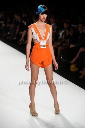 Valerie Mayan Fashion photo by Rob Rich © 2010 robwayne1@aol.com 516-676-3939