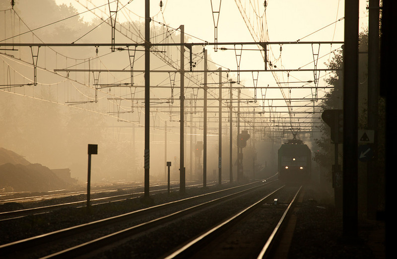 2812 is westbound with the 44514 (Gremberg/D - Antwerpen-Noord) through early morning fog in Vise-Haut.