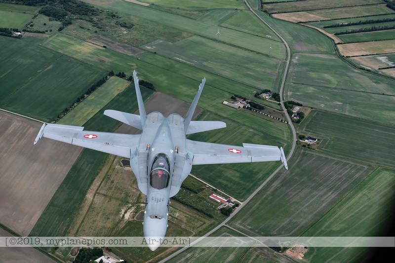 F20180609a112557_2135-F-18A Hornet-J-5020-Suisse-Demo-a2a-Aalborg,Danemark.JPG