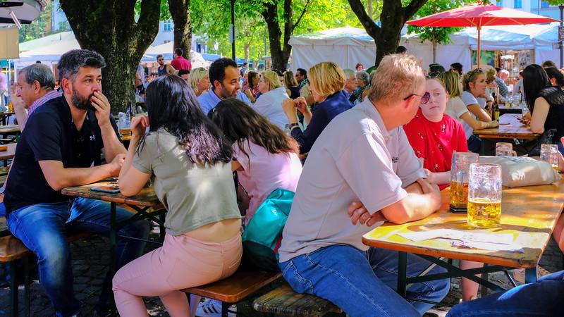 Beer Garden in Marianplatz, Munich-16x9-DSCF0016.jpg