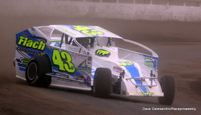 Syracuse SDW/Modifieds take on The Moody Mile