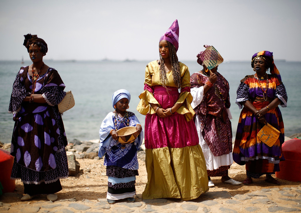 . Senegalese women and children in traditional garb await the arrival of U.S. President Barack Obama and members of his family on Goree Island near Dakar, Senegal, June 27, 2013. Obama visited the island on Thursday where African slaves in past centuries were shipped west. REUTERS/Jason Reed
