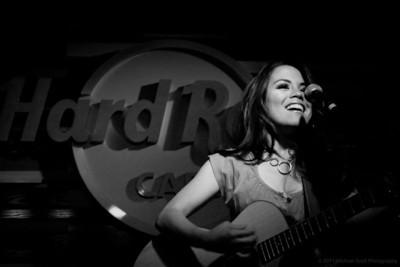 Monique delos Santos @ Hard Rock Cafe Seattle 2011-07-27
