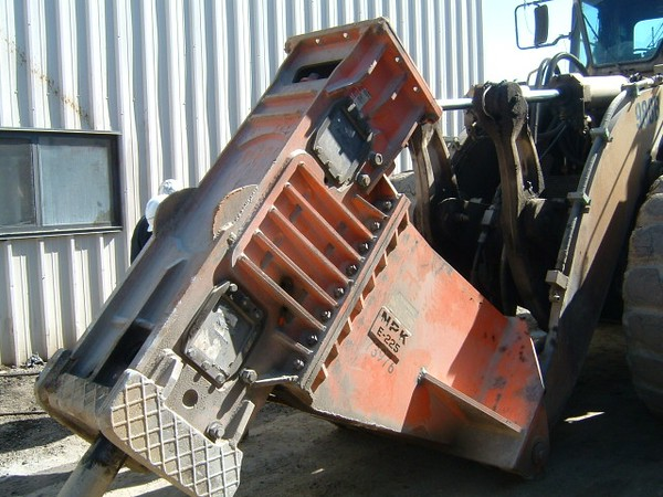 NPK E225 hydraulic hammer on Cat wheel loader (17).JPG