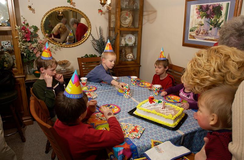 1/25/04  Russ Dillingham photo Johnnie Stinson birthday party at grandmar and poppos house