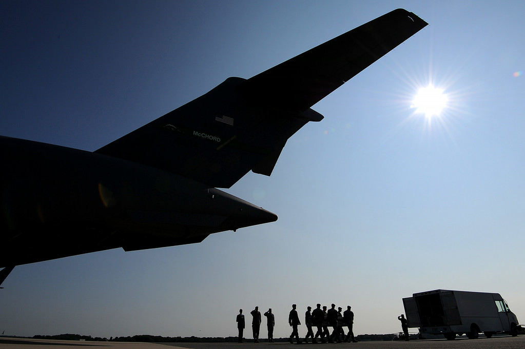 . U.S. Army soldiers carry the flag-draped transfer case containing the remains of U.S. Army Maj. Gen. Harold J. Greene during a dignified transfer at Dover Air Force Base on August 7, 2014 in Dover, Delaware.  (Photo by Patrick Smith/Getty Images)