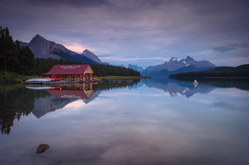 Maligne Lake twilight.jpg