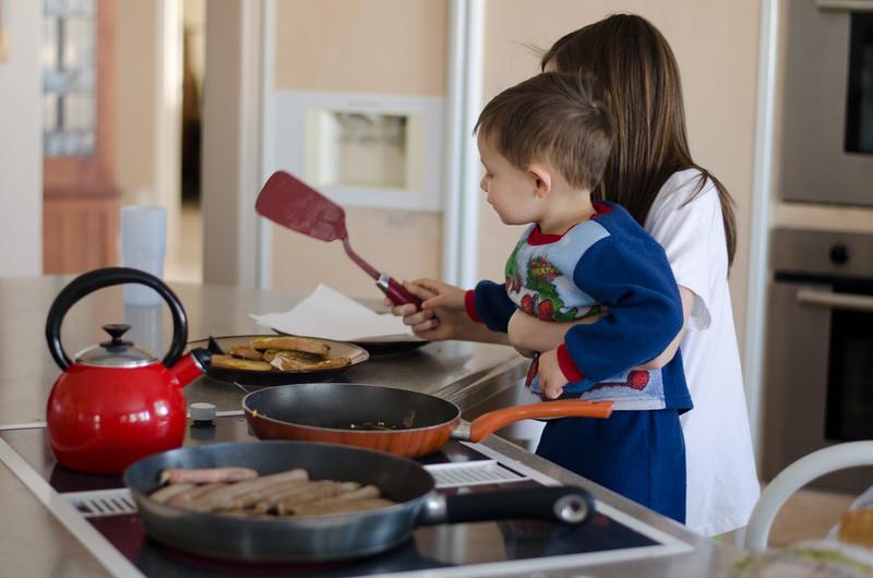 Rae making breakfast-3.jpg