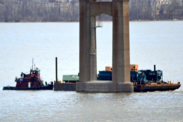 Lashing a maintenance barge Victory to a piling at Newburgh - Beacon Bridge