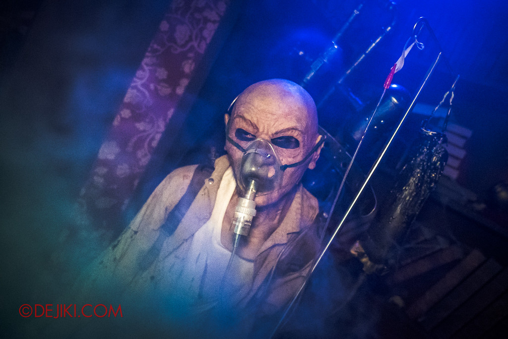 Halloween Horror Nights 6 - Salem Witch House / Mystery Patient