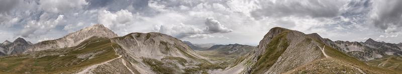 360° view from Sella di Monte Aquila - Pietracamela, Teramo, Italy - August 13, 2019