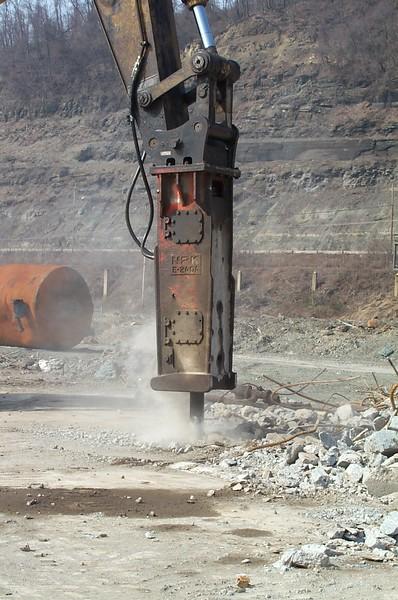 NPK E240A hydraulic hammer on Cat 375 excavator (3).jpg