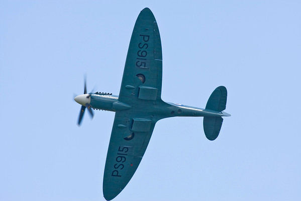 Spitfire ,PS915 (Mk PRXIX)