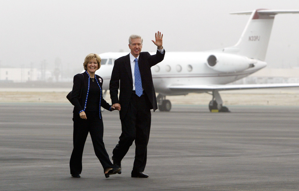 ". BURBANK, CA - OCTOBER 6:  California Gov. Gray Davis (R) and First Lady Sharon walk across the tarmac to board their flight at Burbank Airport on the eve of the recall election October 6, 2003 in Burbank, California.  Davis is on a three-day ""Just Say No Fly Around\"" tour of the state to campaign during the finals days before the October 7 special gubernatorial recall election.  (Photo by David McNew/Getty Images)"