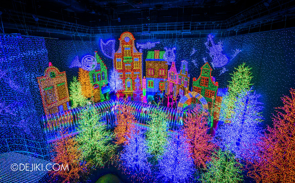 Universal Studios Singapore - Santa's All-Star Christmas 2016 / The Universal Journey - Bird's Eye View of the Pine Forest and Herald's Square