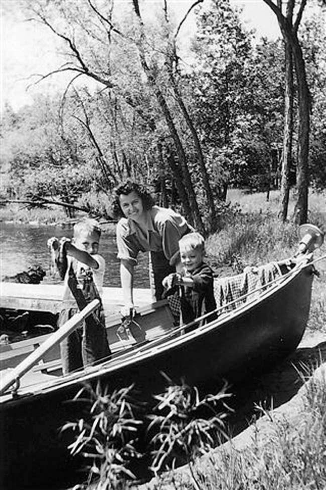 """. Writes TIENNE: \""""Here�s my husband, Ed, and his baby brother Ronnie, with their mom at Comfort Lake, in about 1946.\"""""""