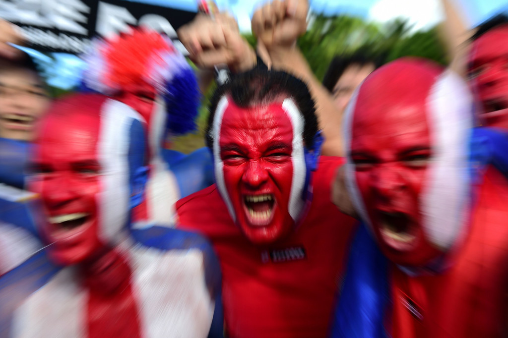 . Costa Rica\'s fans cheer for their team as they arrive to attend the round of 16 football match between Costa Rica and Greece at Pernambuco Arena in Recife during the 2014 FIFA World Cup on June 29, 2014. AFP PHOTO / RONALDO SCHEMIDT