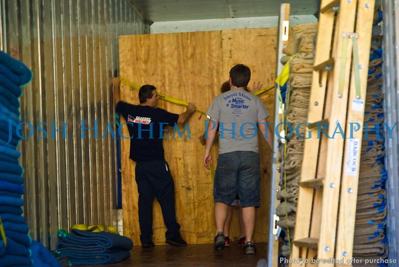 12.29.2008 Unloading the Truck (31).jpg