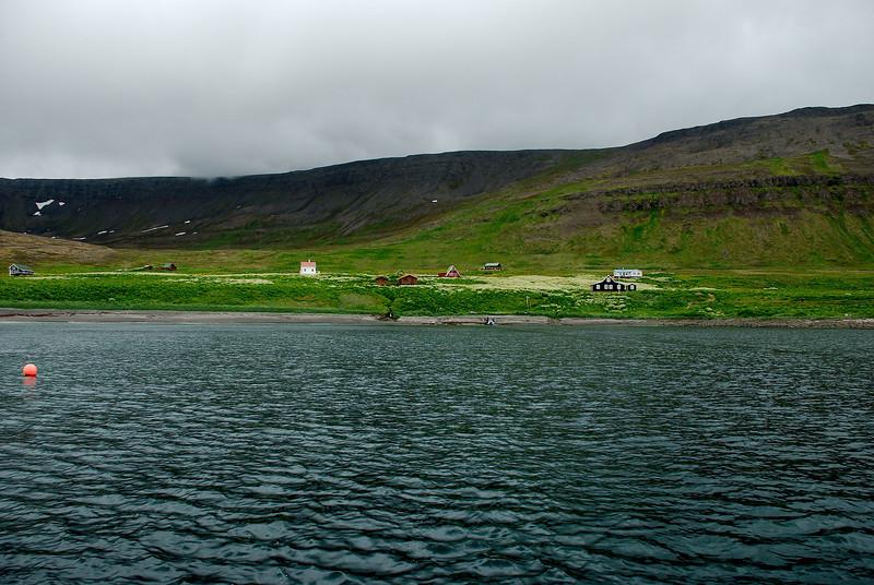 Sæból kvatt. Hjálmfríðarból, Garðar, Steinshúsið, Fjósatunga, Jónshús, Ellubær, Bólið og Móhúsið.