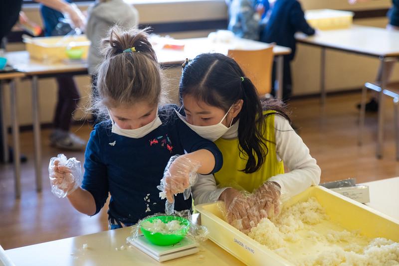 Grade 1-Making Onigiri For Chiku Center-ELP_8721-2018-19.jpg