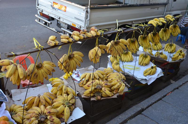 DSC_3675-street-bananas.JPG