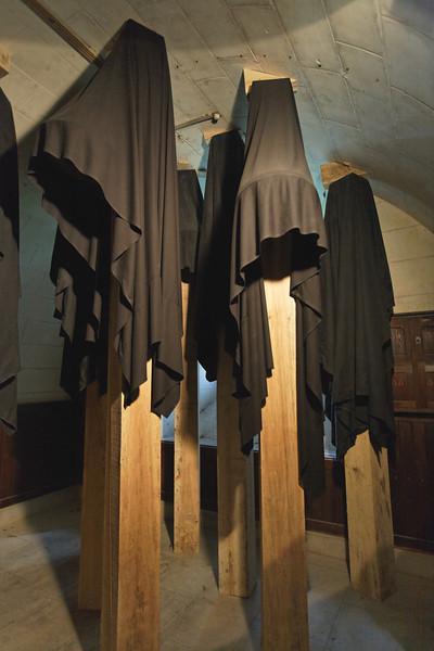 Chateau de Chaumont sur Loire - Expo Kounellis - cloches drapées