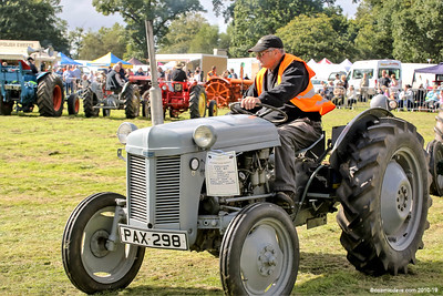 Tractors at Speech House Carnival Of Transport Show 2016 - Set 3