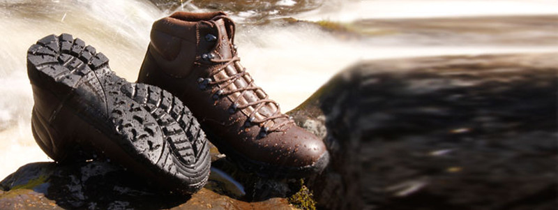 hiking_shoes_river_1200.jpg