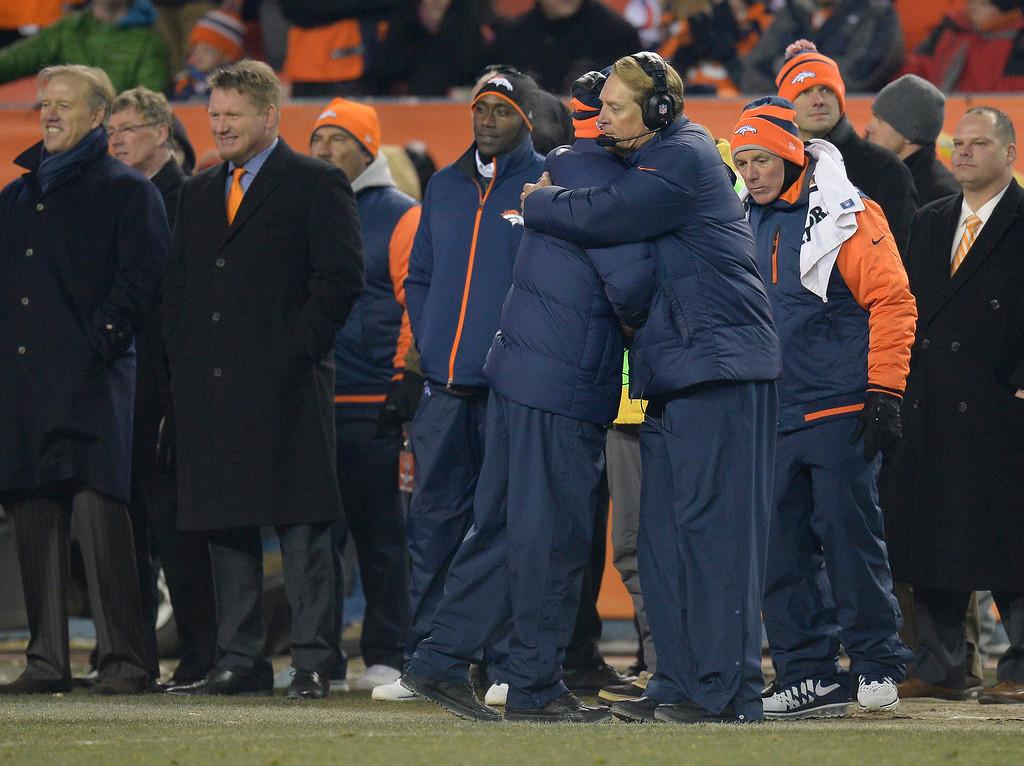 . Denver Broncos head coach John Fox hugs Jack Del Rio at the end of the fourth quarter.  (Photo by John Leyba/The Denver Post)