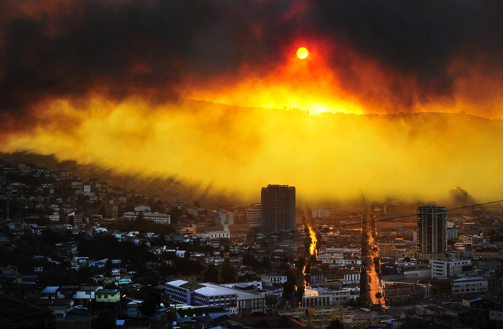 . General view during a fire in Valparaiso, 110 km west of Santiago, Chile, on April 12, 2014. Authorities decreed a red alert for the area after the fire consumed more than 100 houses.   AFP PHOTO / ALBERTO  MIRANDA/AFP/Getty Images