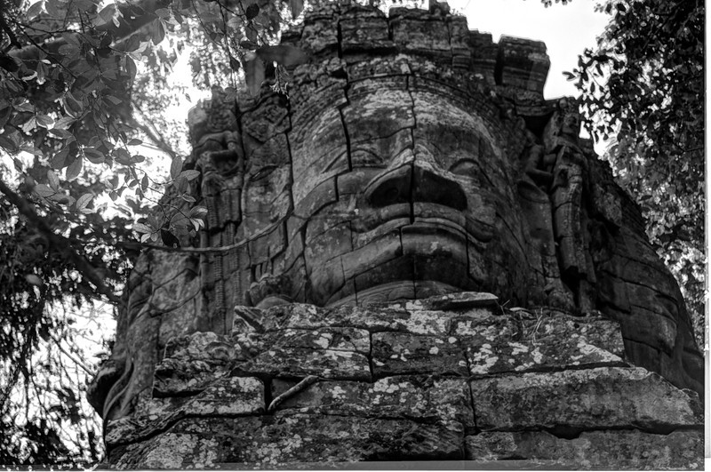 CambodiaBudha'sheadTaPhromDSC_4605.jpg
