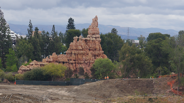 Disneyland Resort, Disneyland, Mickey, Friends, Parking, Structure, Star, Wars, Land, Frontierland, Critter, Country, Rivers, River, America