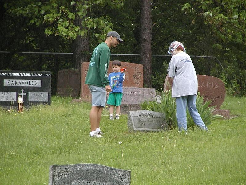 2004-05-15-Cemetery-Cleanup_007.jpg