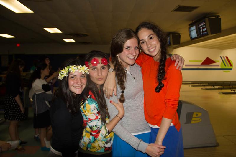 kars4kids_thezone_camp_GirlDivsion_trips_Bowling (32).jpg