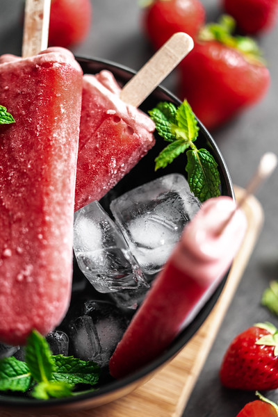 strawberry-ice-lollies-black-bowl-picjumbo-com.jpg