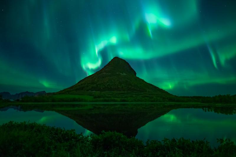 Aurora Northern Lights Lofoten reflection mountain.jpg