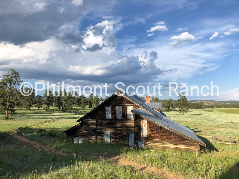 3rdPorchViews_2019_Porch Views_CaitlinWarner_Ring Cabin_Ring Place_925.jpeg