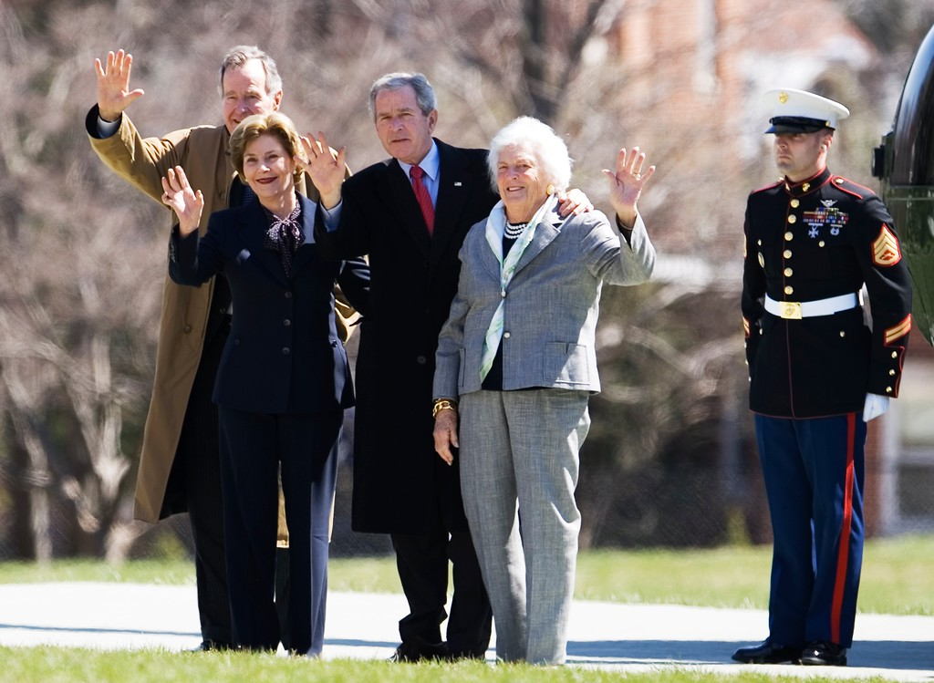 . President Bush and first lady Laura Bush, former President George H.W. Bush and former first lady Barbara Bush, wave as they arrive at the Naval Observatory from Camp David, Md., Sunday, March 23, 2008, in Washington.  (AP Photo/Manuel Balce Ceneta)