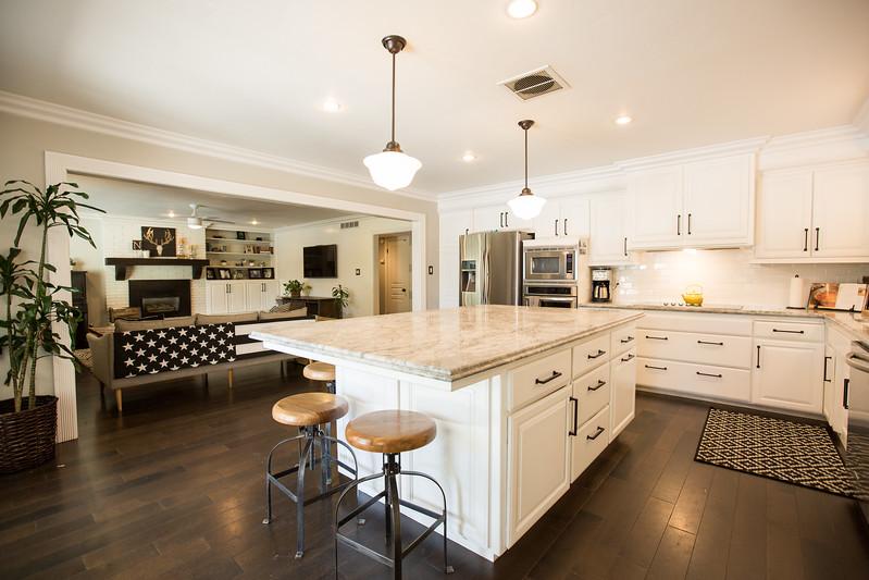 950 kitchen-5.jpg