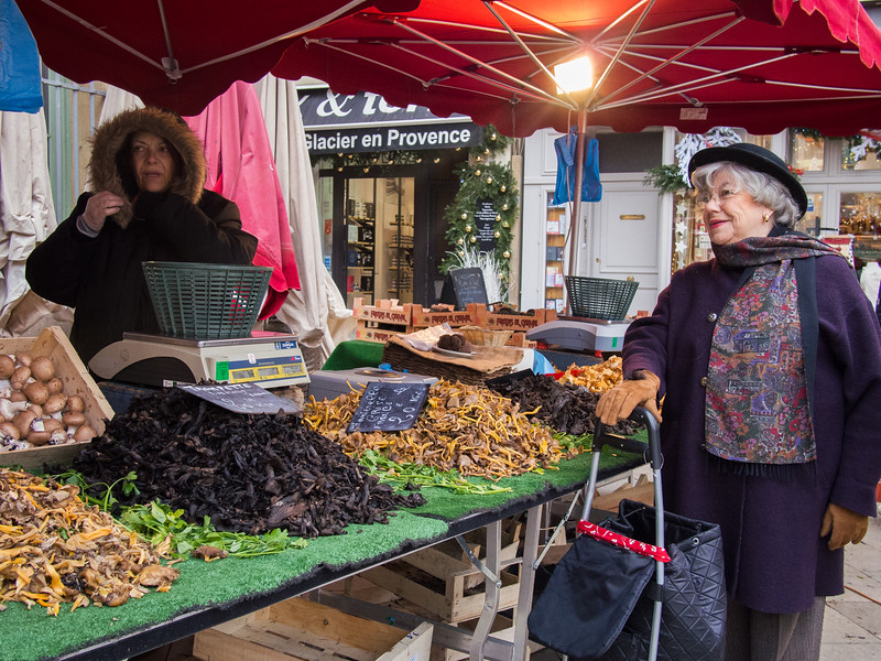 aix en provence market mushrooms.jpg