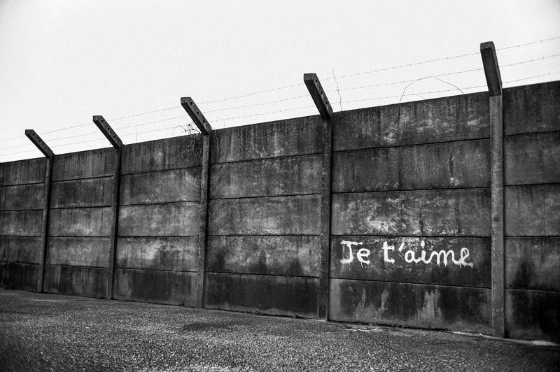 JE_T'AIME_GRAFITI_LYON_SUBURBS.jpg