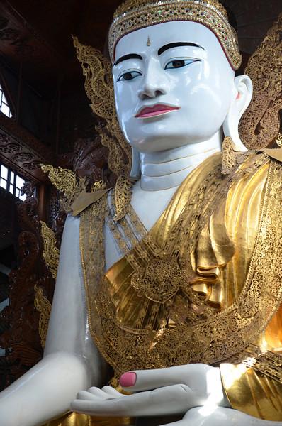 DSC_3689-ngahtatgyi-paya-seated-buddha.JPG