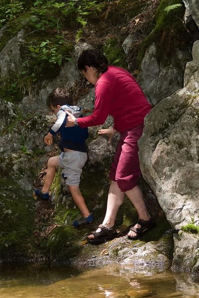 Noa gives Ethan a hand   (Jul 07, 2007, 12:10pm)