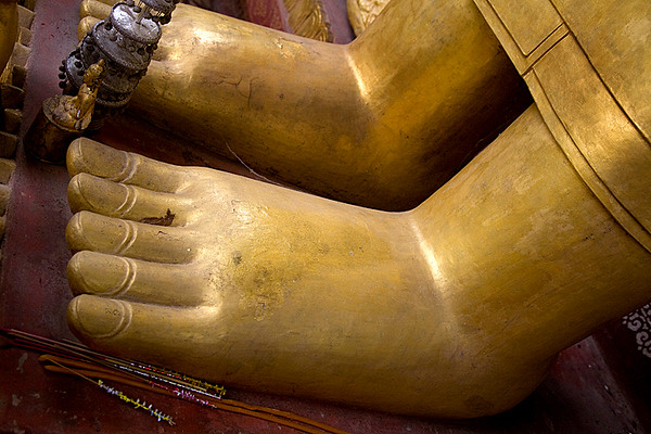 foot of buddha.jpg